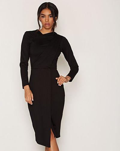 Till dam från Closet, en svart fodralklänning.