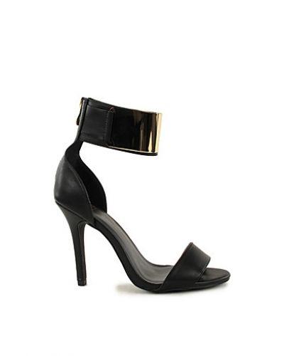 Till dam från Nly Shoes, en guld högklackade.