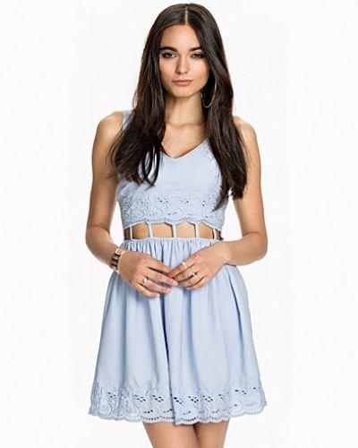 Blå festklänning från Miss Selfridge till dam.