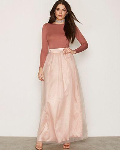 Till tjej från Chi Chi London, en rosa långkjol.