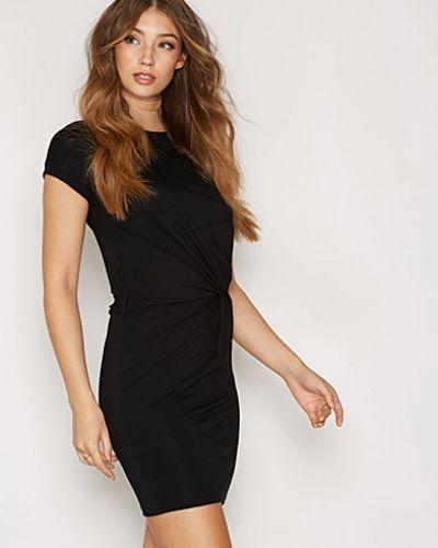 Till dam från mbyM, en svart klänning.