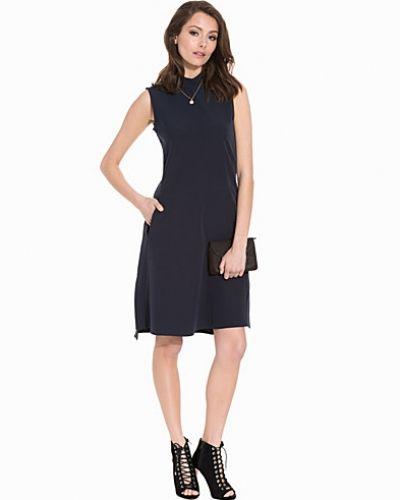 Till dam från Closet, en blå klänning.