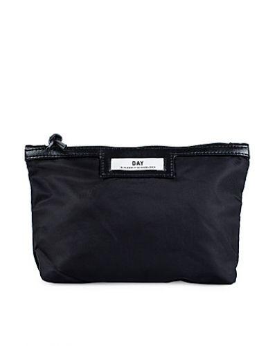 Till tjejer från DAY Birger et Mikkelsen, en svart kuvertväska.