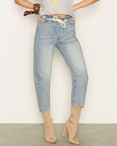 Blandade jeans från Diesel till dam.