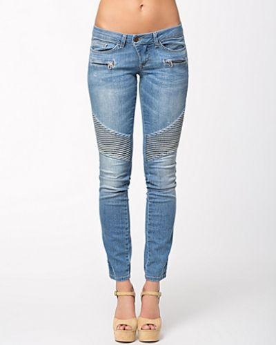 Till dam från Hunkydory, en metallicfärgad slim fit jeans.