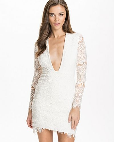 Deep V-front Lace Dress NLY Design studentklänning till tjejer.