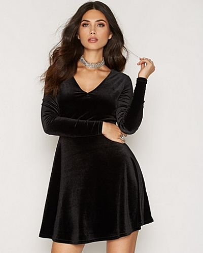 New Look Deep V Velvet Skater Dress