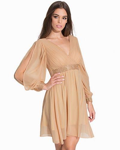 Till dam från Te Amo, en klänning.
