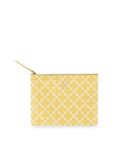 Till tjejer från By Malene Birger, en guld kuvertväska.