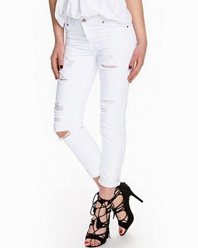 Till dam från Miss Selfridge, en vit boyfriend jeans.