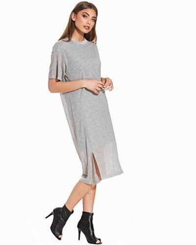 Till dam från Dagmar, en grå klänning.
