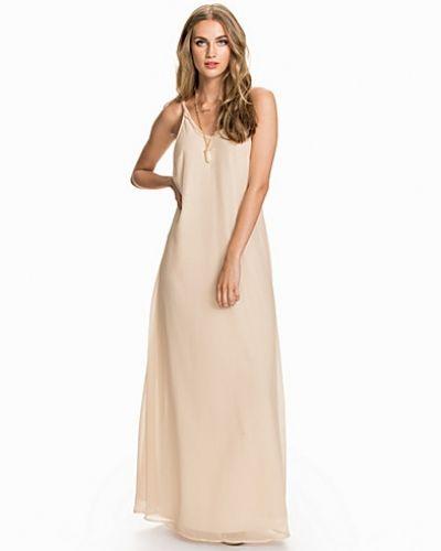 Till tjejer från NLY Blush, en vit studentklänning.