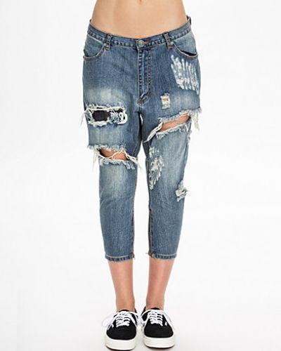 Till dam från One Teaspoon, en boyfriend jeans.