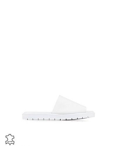 Till dam från Sixtyseven, en vit sandal.