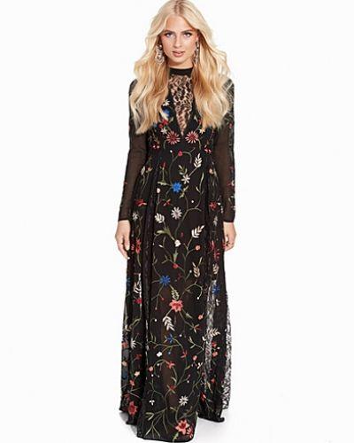 Till dam från Miss Selfridge, en svart långärmad klänning.