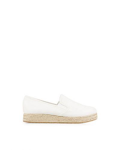 Vit sneakers från Nly Shoes till dam.