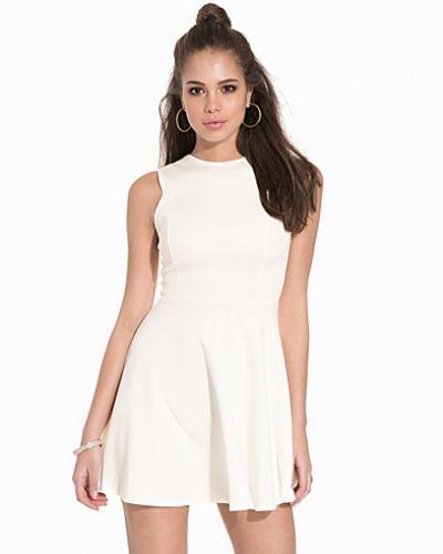 Klänning Essential Skater Dress från NLY One