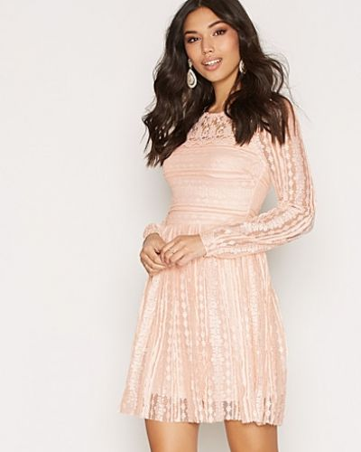 Exclusive Lace Dress NLY Trend klänning till dam.