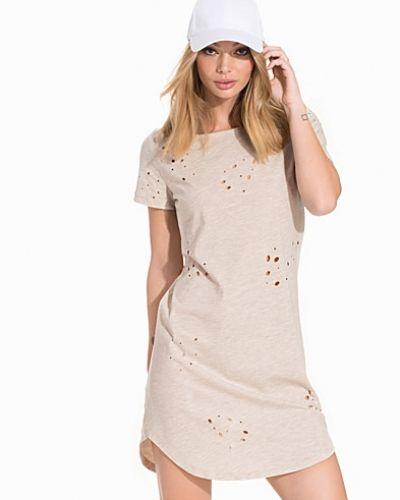 Exposed Tee Dress NLY Trend klänning till dam.