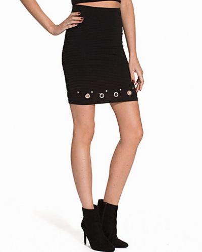 Till dam från NLY Trend, en svart festblus.