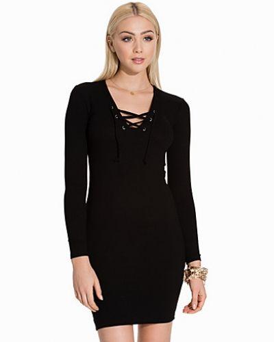 Långärmad klänning från Miss Selfridge till dam.