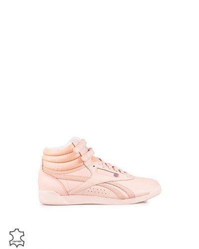 Till dam från Reebok Classics, en rosa sneakers.