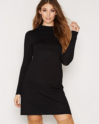 Till dam från mbyM, en svart stickade tröja.