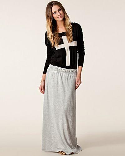 Till tjej från VILA, en grå långkjol.