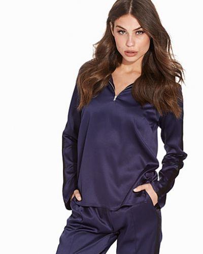 Till dam från NLY Trend, en blå polotröja.
