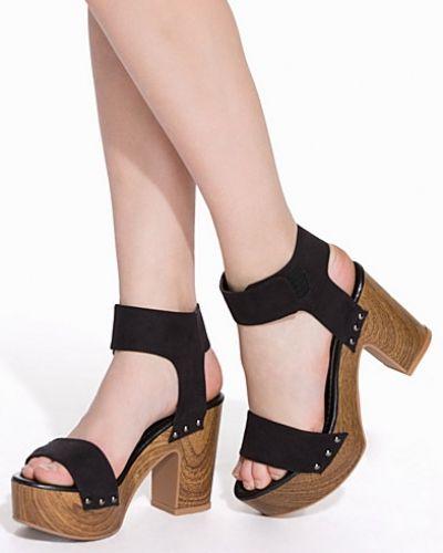 Högklackade Faux Wooden Heel Sandal från Nly Shoes