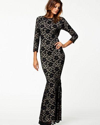 Till dam från Honor Gold, en svart maxiklänning.