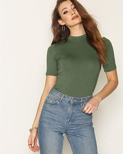 Till dam från NLY Trend, en grön t-shirts.