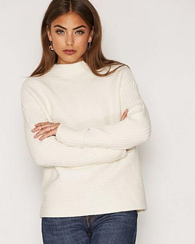 Till dam från First And I, en vit stickade tröja.