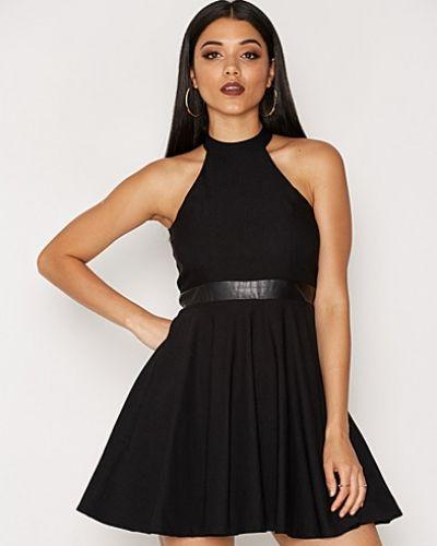 Klänning Flirty Keyhole Dress från NLY One