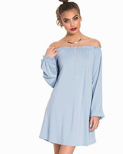 Festklänning Flirty Singoalla Dress från NLY Trend