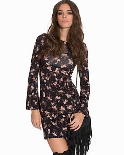 Floral Bell Sleeve Dress Miss Selfridge långärmad klänning till dam.