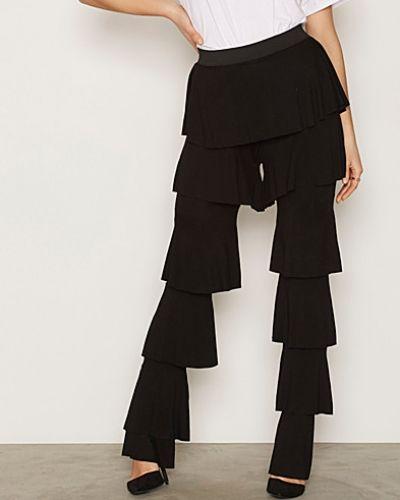 Byxa Flounce Pants från NLY Trend