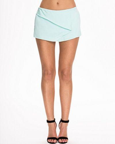 Shorts från NLY Trend till dam.