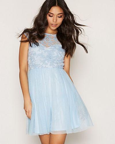 Till dam från NLY One, en blå klänning.