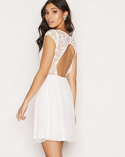 Klänning Follow Me Lace Dress från NLY One