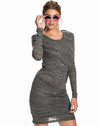 Till dam från mbyM, en svart långärmad klänning.