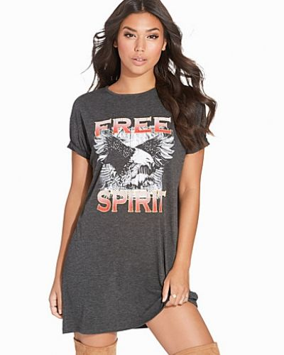 Klänning Free Spirit Tee Dress från NLY Trend