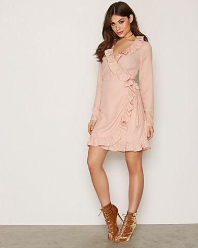 Klänning Frill Wrap Dress från NLY Trend