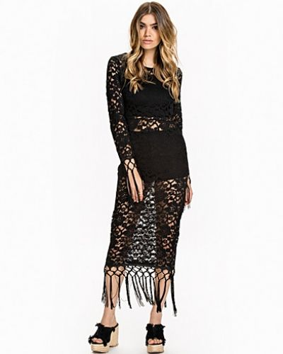 Till dam från NLY Design, en svart maxiklänning.