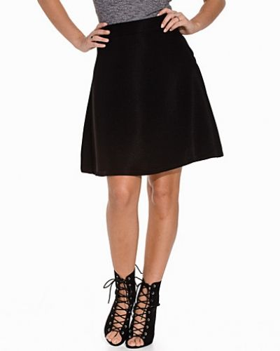 Till kvinna från Sweet Denim, en svart minikjol.