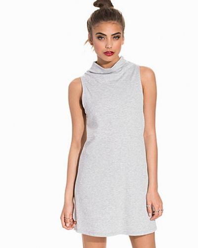 Klänning Game A Line Dress från NLY Trend