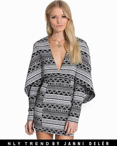 NLY Trend Glam Structure Cape Dress