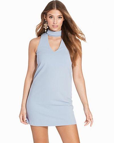 Till dam från New Look, en blå fodralklänning.
