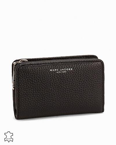 Till dam från Marc Jacobs, en svart plånbok.