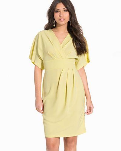 Till dam från Closet, en gul klänning.